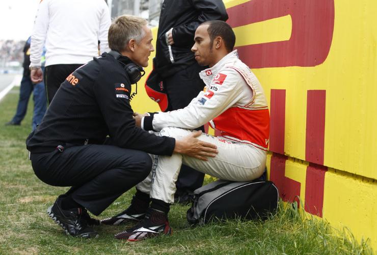 Мартин Уитмарш и Льюис Хэмилтон перед стартом Гран-при Кореи 2011