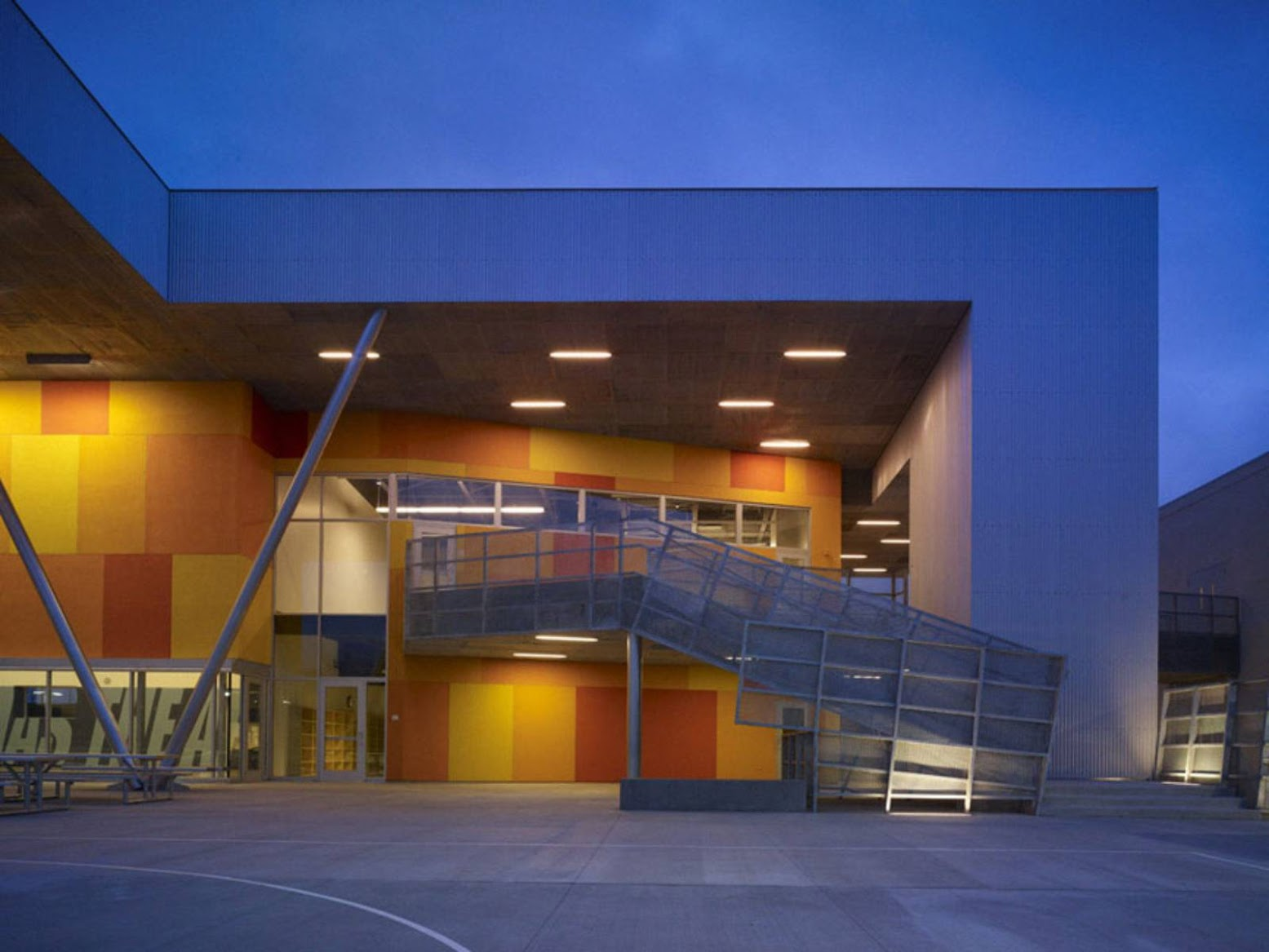 Los Angeles, California, Stati Uniti: [ST. THOMAS THE APOSTLE SCHOOL BY GRIFFIN ENRIGHT ARCHITECTS]