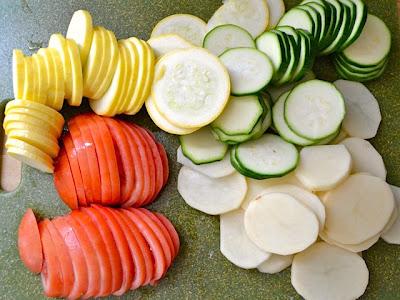 dilimlenmiş sebzeler