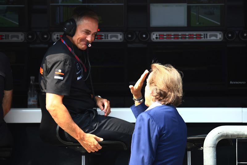 Лука ди Монтедземоло пришел к командному мостику McLaren поприветствовать Мартина Уитмарша на Гран-при Италии 2011