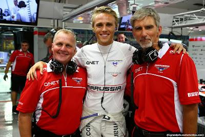 Джонни Херберт и Деймон Хилл в роли механиков Marussia и Макс Чилтон на Гран-при Сингапура 2014