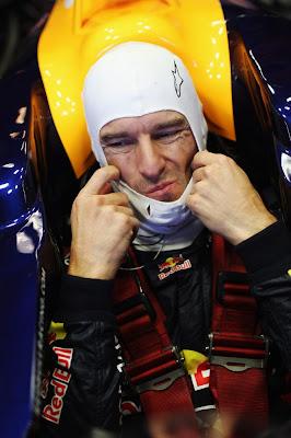 Марк Уэббер устраивается в болиде Red Bull на предсезонных тестах 2012 в Хересе