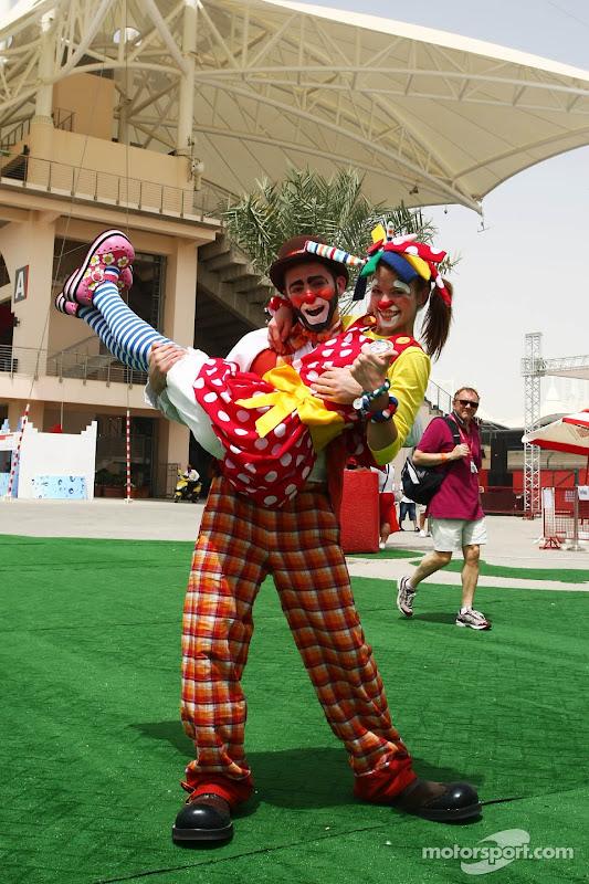 клоуны на Гран-при Бахрейна 2012