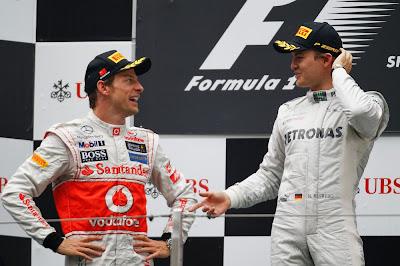 Дженсон Баттон и Нико Росберг на подиуме Гран-при Китая 2012