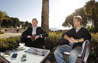 Нико Росберг и Мика Хаккинен дают интервью в Монако 2012