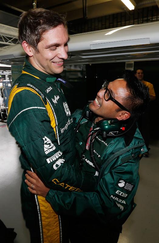 Виталий Петров и Риад Асмат празднуют удачное выступление с командой Caterham на Гран-при Бразилии 2012