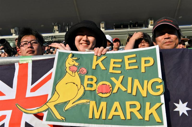 Keep boxing Mark - баннер болельщиков Марка Уэббера на трибуне Сузуки на Гран-при Японии 2013