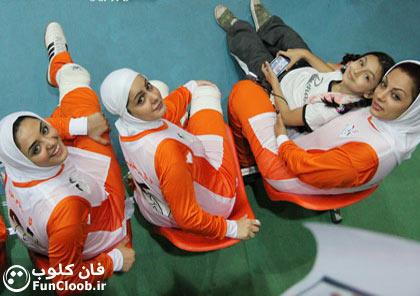 عکس ستایش - نرگس محمدی - در تیم والیبال هنرمندان