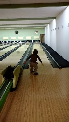 Miracle Lanes, 2375 2375 Bevan Ave, Sidney, BC V8L 4M9, Canada, Bowling Alley, state British Columbia