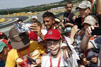 дети на трибунах Хунгароринга на Гран-при Венгрии 2013
