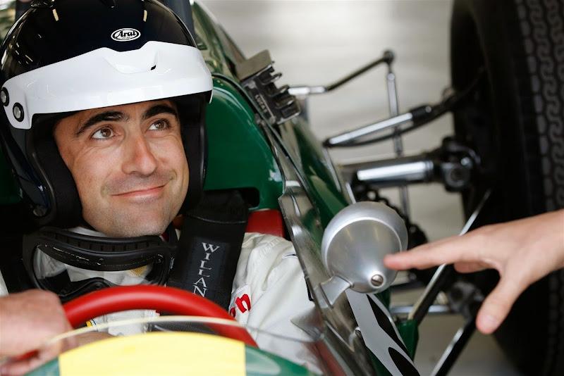 Дарио Франкитти за рулем Lotus 25 на параде легенд Гран-при Великобритании 2014