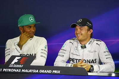 Льюис Хэмилтон и Нико Росберг на пресс-конференции после квалификации Гран-при Малайзии 2014