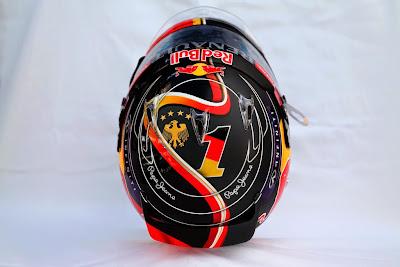 специальный дизайн шлема Себастьяна Феттеля в честь победы сборной Германии по футболу для Гран-при Германии 2014 - вид сверху