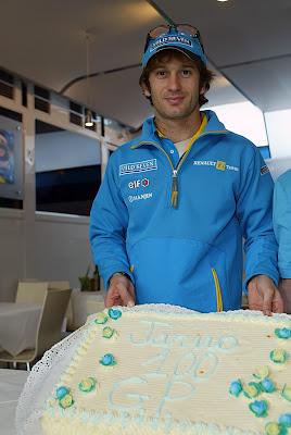 торт Ярно Трулли в честь 100 гонки на Гран-при Сан-Марино 2003