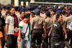 Na szaliku przekreślony herb Persib Bandung - największego rywala Persijy.