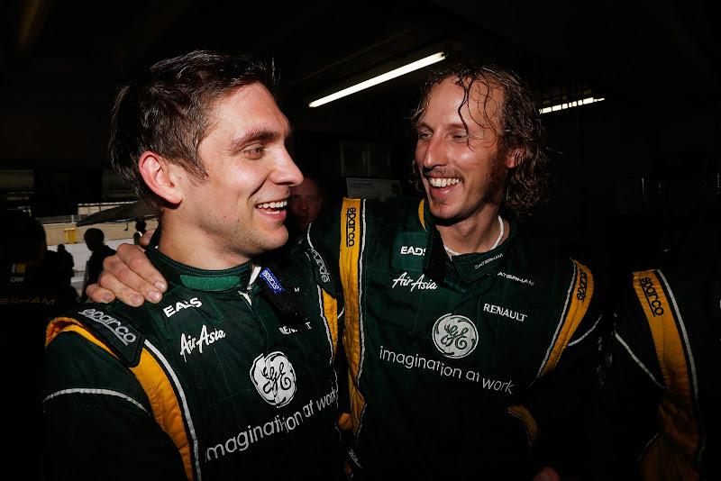 Виталий Петров празднует удачное выступление с командой Caterham на Гран-при Бразилии 2012
