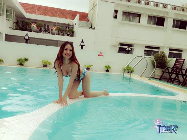 Jolie Dương khoe vòng 1 quyến rũ bên bể bơi - Ảnh 5