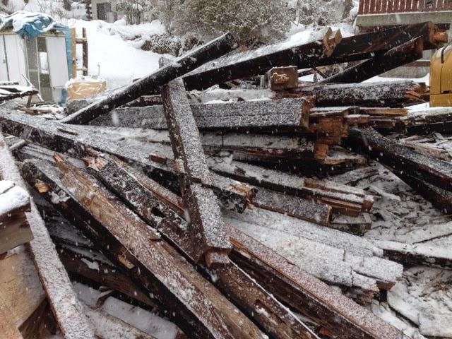 Inside SANSUI-SHA / 山翠舎制作現場の舞台裏  雪の中の古材引取り | Ins