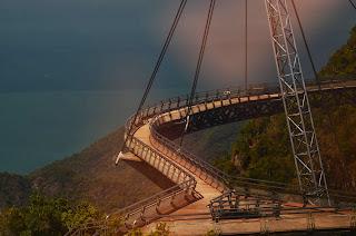 Otwarty w 2005 roku most łaczacy dwa szczyty w okolicy kolejki linowej.