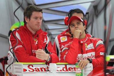 Роб Смедли и Фелипе Масса в боксах Ferrari на Гран-при Японии 2011