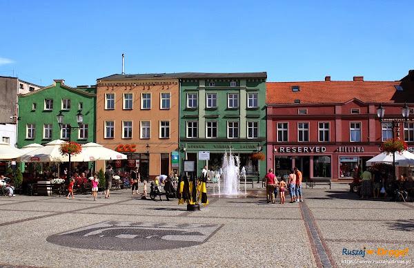 Kościerski rynek z herbem miasta