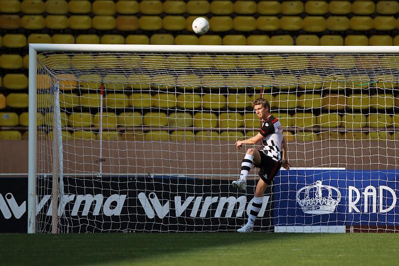 Нико Хюлькенберг в воротах на благотворительном футбольном матче в Монте-Карло 2011