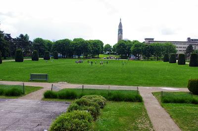 La pelouse de la Cité