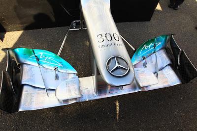 переднее крыло Mercedes для Михаэля Шумахера в честь 300-ой гонки на Гран-при Бельгии 2012