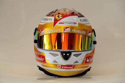 шлем Фернандо Алонсо золотого цвета на Гран-при Монако 2013
