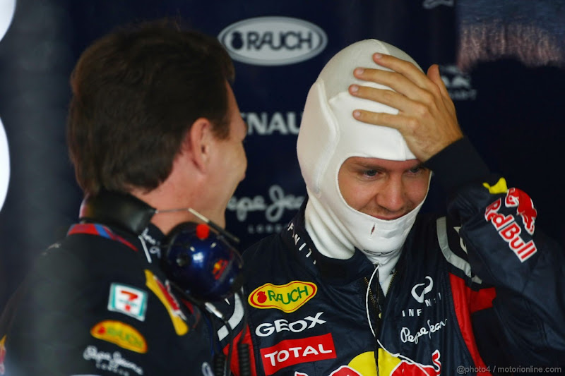 Себастьян Феттель фэйспалмит перед Кристианом Хорнером на Гран-при Японии 2011