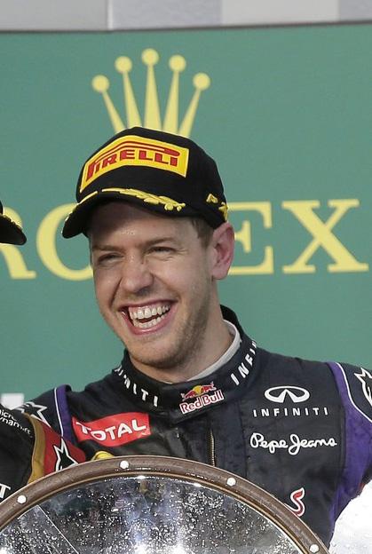 Себастьян Феттель с короной Rolex на подиуме Гран-при Австралии 2013