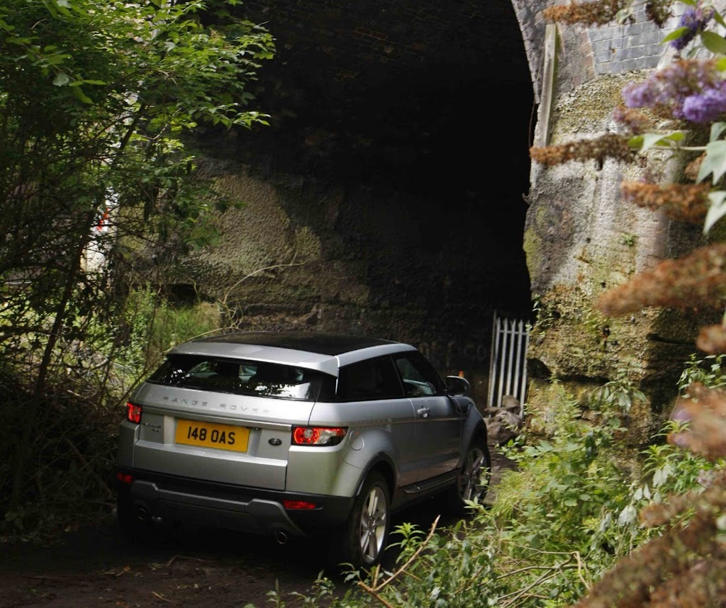 Perfect First (underground And Water) Drive: Range Rover Evoque Photo Gallery
