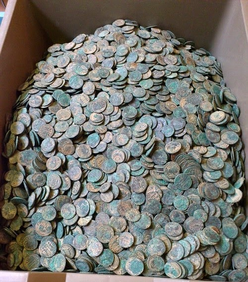 Treasure hunter discovers 22,000 Roman coins