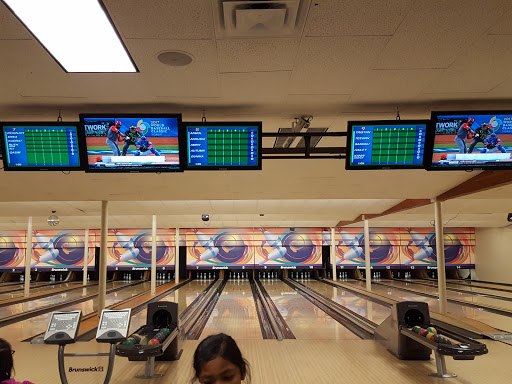 Clover Lanes, 5814 176A St, Surrey, BC V3S 4H6, Canada, Bowling Alley, state British Columbia