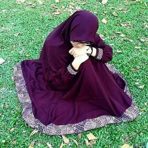 ... kB · png, Demi Protes Jilbab, Aktivis Perempuan Iran Telanjang Dada