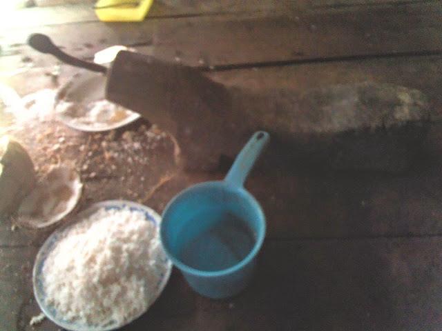 pikelluq mandar sulawesi barat alat untuk mengeruk daging buah kelapa