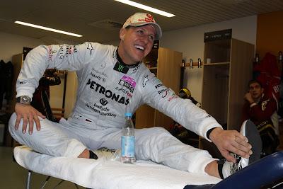 Михаэль Шумахер разминается перед Гонкой чемпионов 2011