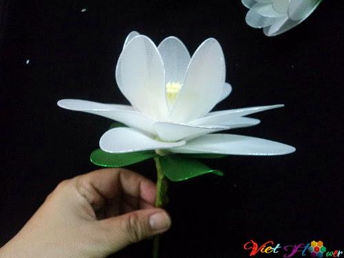 Làm hoa sen trắng bằng vải voan (bước 9)