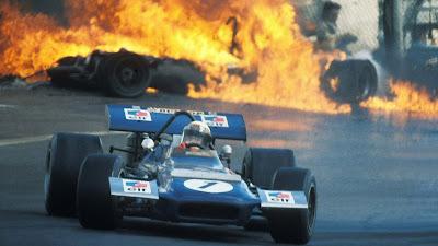 Джеки Стюарт на March 701 и серьезная авария позади него на Гран-при Испании 1970
