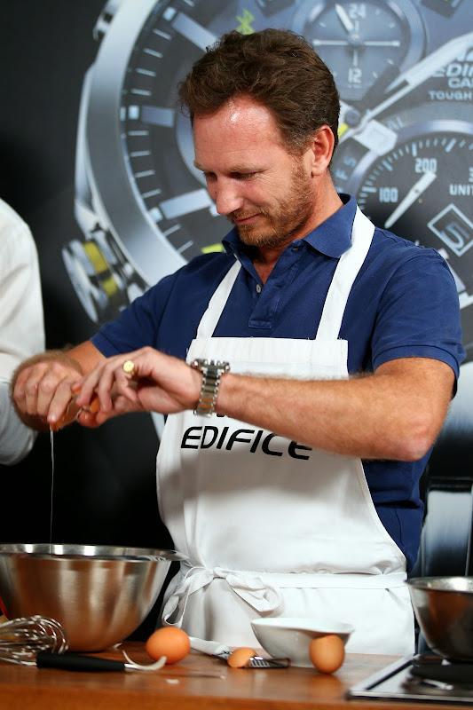 Кристиан Хорнер готовит на спонсорском мероприятии Edifice перед Гран-при Италии 2014
