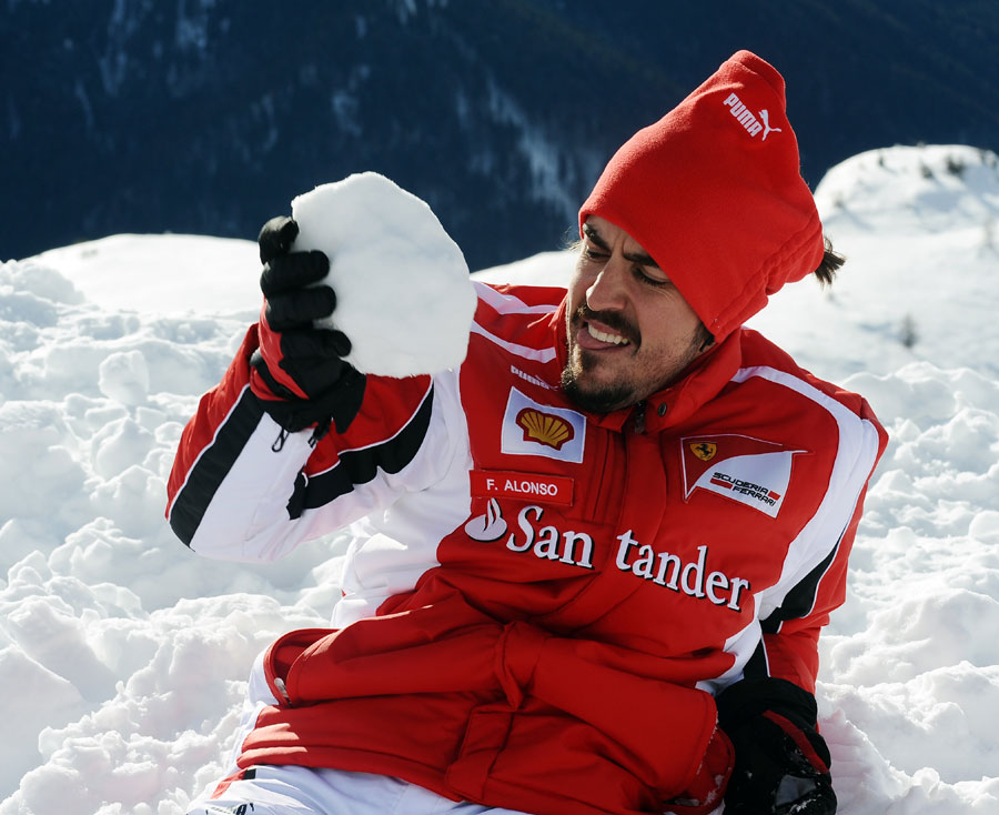 Фернандо Алонсо ест снег