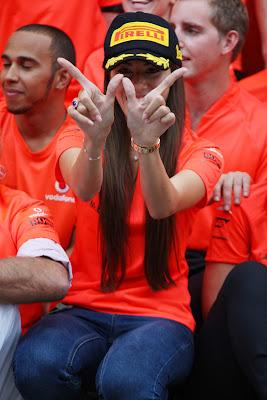 Джессика Мичибата рада победе Дженсона на Гран-при Венгрии 2011
