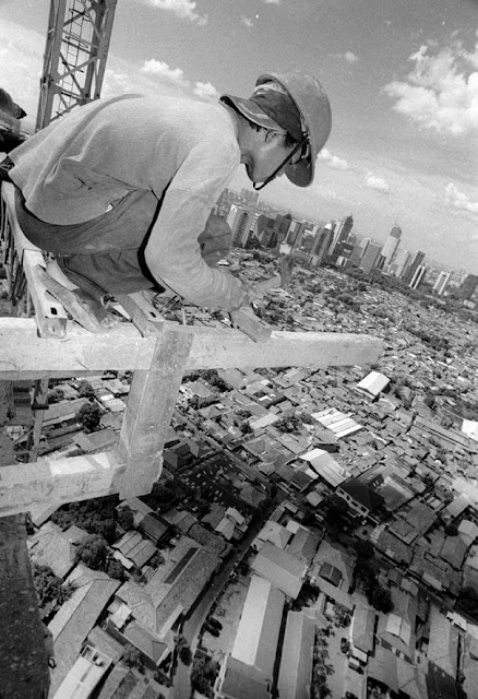 Working at Height - Risky Jobs Pictures Seen On www.coolpicturegallery.us