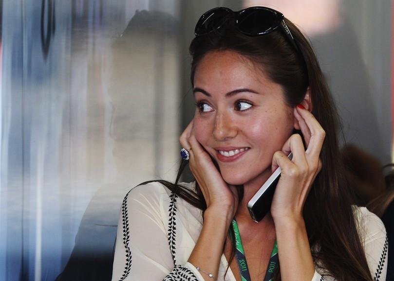 улыбающаяся Джессика Мичибата на Гран-при Японии 2011