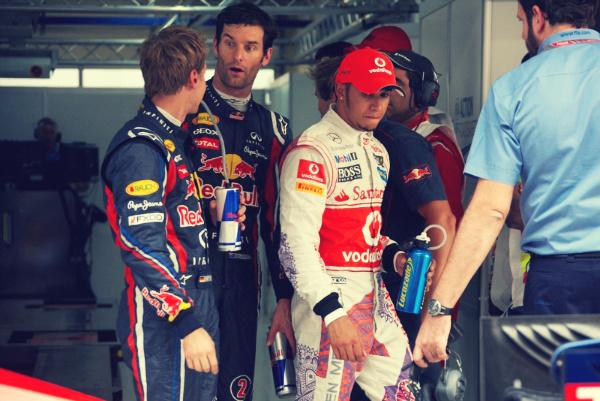 эмоции на лицах Себастьян Феттель Марк Уэббер Льюис Хэмилтон после квалификации на Гран-при Индии 2011