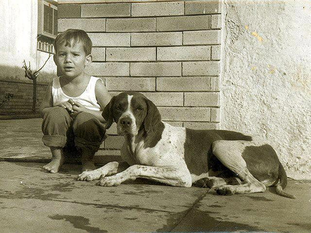 Айртон Сенна в детстве со своей собакой
