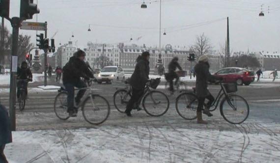 en bici con nieve