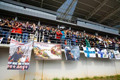 баннер болельщиков Ромэна Грожана на Гран-при Кореи 2012