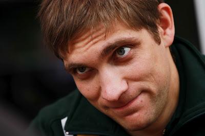 Виталий Петров дает интервью прессе на Гран-при Малайзии 2012