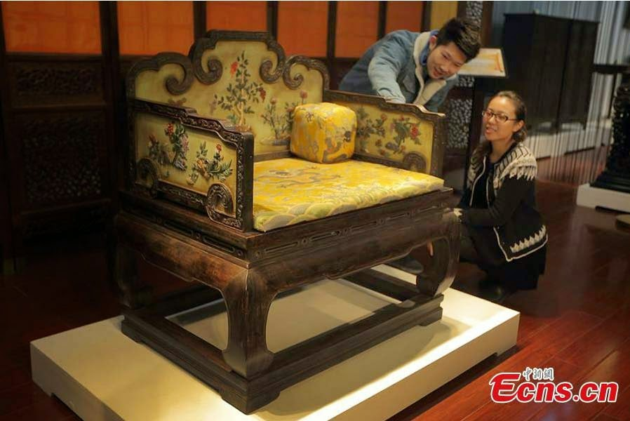 Qing Dynasty throne fetches $5.15 mln at auction